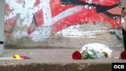 Desvelan pedazo del muro de Berlín en Miami Dade College