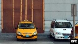Taxis estatales en La Habana