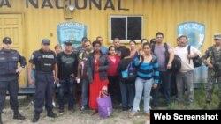 Grupo de 16 cubanos retenidos el 27 de octubre en Honduras.