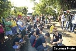"""""""Números limitados"""": cerca de 4.000 cubanos están varados en Costa Rica, y siguen llegando."""