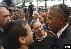 El presidente estadounidense, Barack Obama (d) durante el funeral de estado del expresidente israelí y premio Nobel de la Paz, Simón Peres