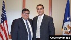 Subsecretario interino de la Oficina de Asuntos del Hemisferio Occidental, Francisco L. Palmieri y opositor Antonio Rodiles.