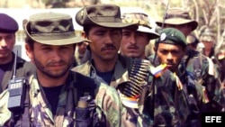 Terroristas de las FARC hostilizan a la población civil.