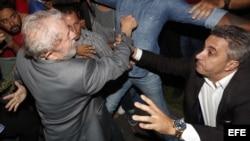 Lula abandona sede del sindicato metalúrgico para entregarse a la Policía.