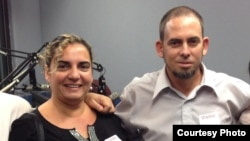 Pastor cubano burla cerco de vigilancia policial
