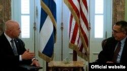 El subsecretario de Seguridad Interna de EEUU, Alejandro Mayorka, en la Cancillería cubana.