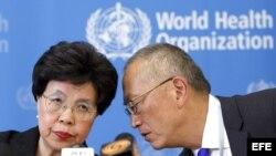 Margaret Chan, directora general de la Organización Mundial de la Salud (OMS) y Keiji Fukuda, el adjunto a director general de la OMS.