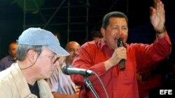 Los venezolanos probablemente no volverán a ver al mismo hombre fuerte que conocían cantando desde las tribunas. En la foto, con Silvio Rodríguez.
