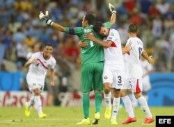 Costa Rica celebra su victoria sobre Uruguay.