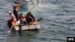 Balseros cubanos en el Estrecho de la Florida