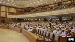Vista general del nuevo Parlamento, en Naypyitaw, Birmania, el 30 de abril de 2012.