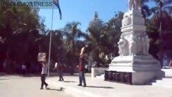 Peña disidente en el Parque Central de La Habana