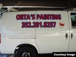 Vans para negocio de pintado de casas, propiedad Julio Orta Mateo, residente en Gainsville, Florida.