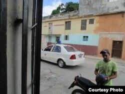 Policía detiene y pide identificación a Jóvenes por la Democracia que visitan sede del MCL