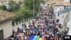 Indígenas ecuatorianos se oponen a los proyectos mineros del gobierno y marchan en señal de protesta rumbo a Quito