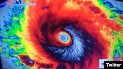 1800 Online vuelve al cibertautos en busca del ojo de Irma