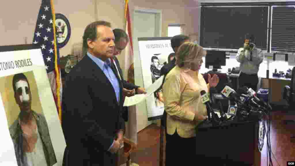 Congresistas republicanos muestran foto de Antonio Rodiles
