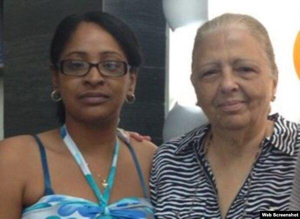 Laritza Diversent y Martha Beatriz Roque (i-d), en encuentro regional de Amnistía Internacional.