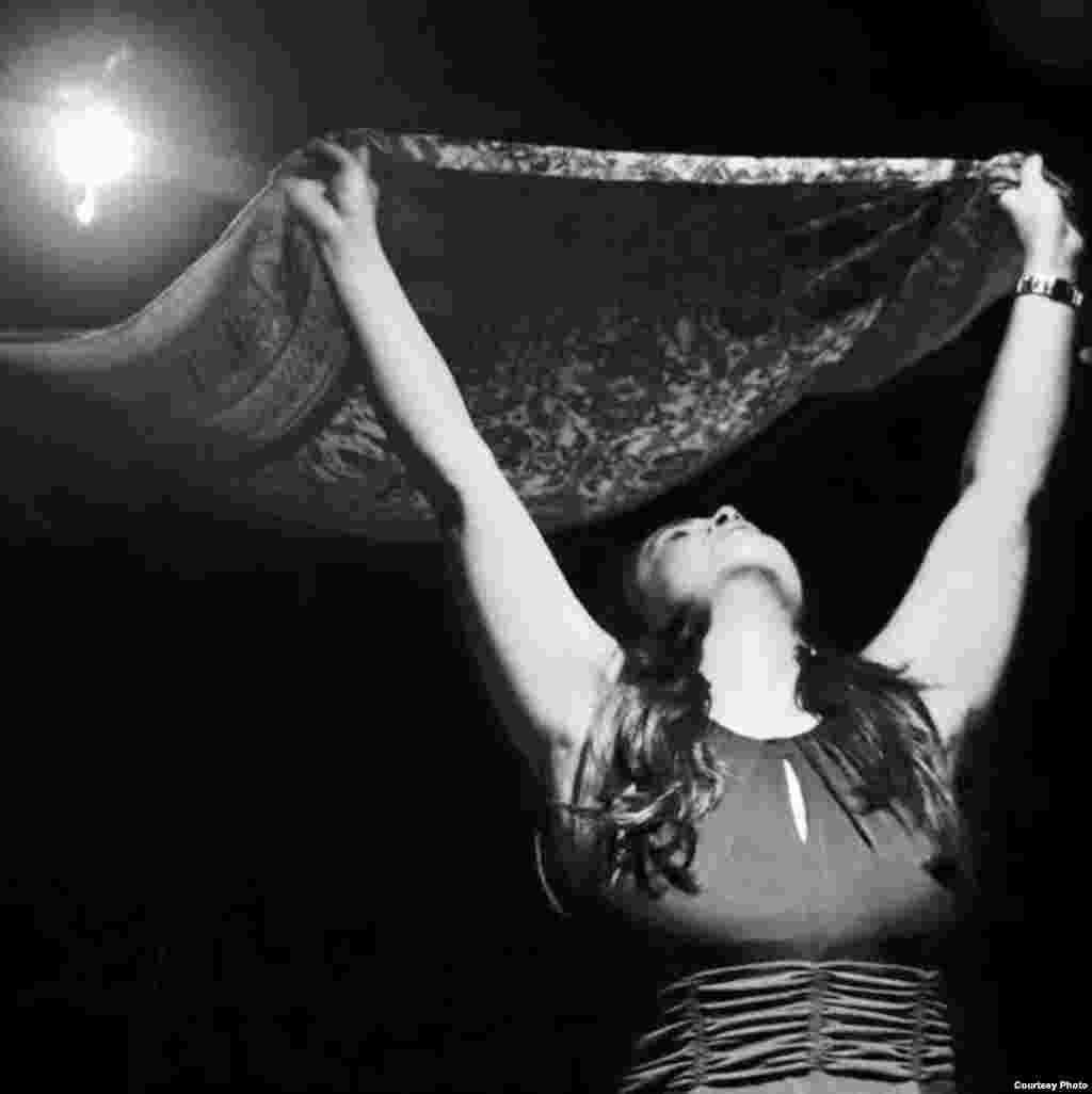 Actuación de Yenilen Mola.