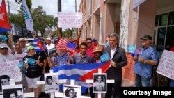 Movimiento Democracia se concentra en La Pequeña Habana.