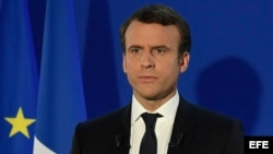 Emmanuel Macron pronuncia un discurso tras su victoria en la segunda vuelta de las presidenciales en Francia.