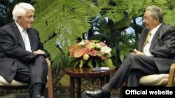 Thomas Donohue y Raúl Castro en el Palacio de la Revolución.