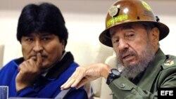 Fidel Castro (dcha.) y Evo Morales (izqda.).