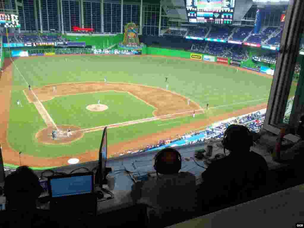 Radio Martí trasmite el juego de los Marlins en vivo desde la casa del equipo en Miami, Florida, el 27 de julio.