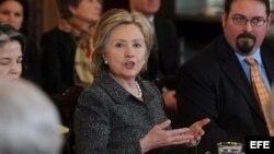 Hillary Clinton preside el Grupo de trabajo para combatir el tráfico de personas de presidente Obama en el Departamento de Estado/2010