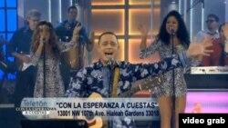 El humorista y presentador Alexis Valdés estrenó el tema durante el teletón del canal 41.