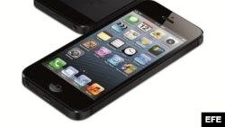 Imagen cedida por Apple en la que se ve el nuevo teléfono iPhone 5, cuya presentación mundial ha tenido lugar en San Francisco, EE.UU., el día 12 de septiembre de 2012.