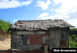 Así vive una familia afectada por Sandy en 2012 en Santiago de Cuba.