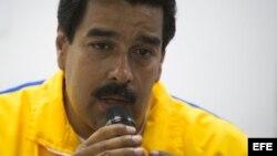 Nicolás Maduro, habla durante el acto de ignauguración de un centro médico en Caucaguita (Venezuela).