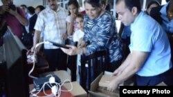 Tabletas gratis en Hola Ola, Habana