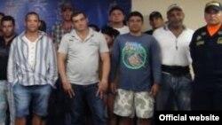 """Estos cubanos, de un grupo de 23 detenidos por guardacostas de Colombia, eran conducidos por """"coyotes"""" a la frontera con Panamá."""