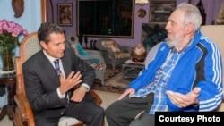El presidente de México Enrique Peña Nieto con Fidel Castro.