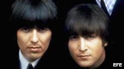 John Lennon y George Harrison.