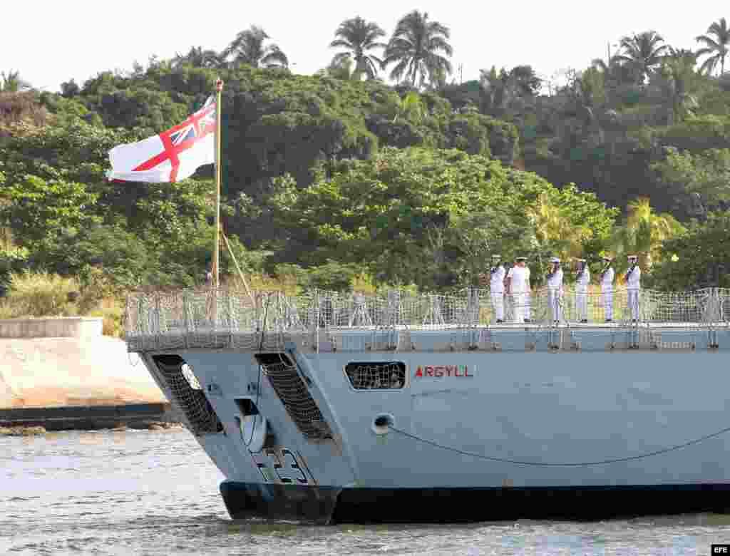 Detalle de la fragata HMS ARGYLL de la Marina Real del Reino Unido al entrar en puerto habanero.