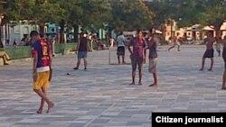 Juegan en el parque. Foto Ridel Brea