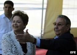 Raúl Castro (d), y Dilma Rousseff (i), inauguraron el 27 de enero de 2014 el puerto del Mariel.