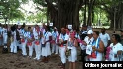 Reporta Cuba Damas de Blanco Habana antes del arresto Foto de Angel Moya.