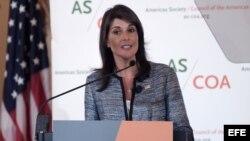La embajadora de Estados Unidos ante la ONU, Nikki Haley, pronuncia un discurso durante la 48 Conferencia de las Américas.
