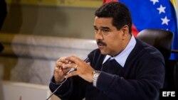 El presidente de Venezuela Nicolás Maduro habla durante una rueda de prensa el 24 de agosto del 2015, en el palacio de Miraflores en la ciudad de Caracas (Venezuela).