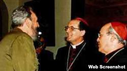 Fidel Castro saluda al cardenal Beniamino Stella (c) y al cardenal Jaime Ortega (d). Foto: Forocatolico.