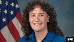 1800 Online con noticias sobre Serena Auñón-Chancellor, primera mujer de origen cubano que irá al espacio, y otros temas de interes