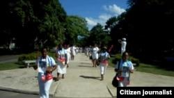 Reporta Cuba Damas en marcha dominical por Quinta Ave. Foto: Ángel Escobedo.