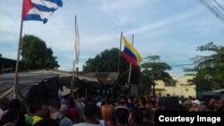 Entrada al campamento de cubanos en Turbo. (Foto enviada a Facebook de Martí Noticias)