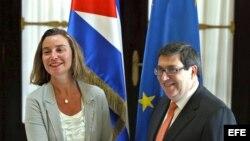 Mogherini se reúne con el canciller cubano Bruno Rodríguez durante su segundo día de visita a la isla.