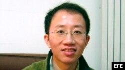 Archivo - Fotografía de archivo tomada el 9 de diciembre de 2005 que muestra al activista disidente Hu Jia, en su casa en Pekín (China).