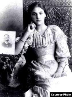 María Mantilla (1880-1962)